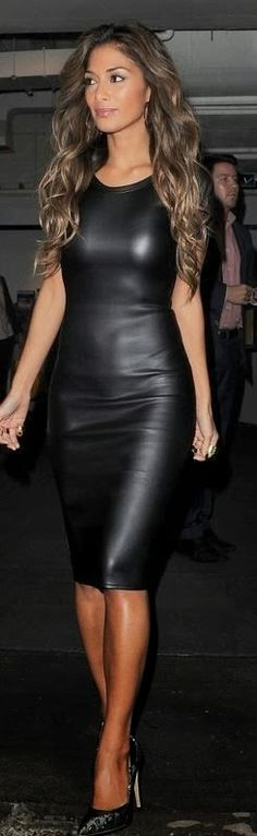 Checkuot Nicole Scherzinger in this all-leather ensemble that's way to0-0 hot this AW! http://dreamingofgucci.blogspot.in/2013/11/isabel-marant-for-h-lady-gaga-launch.html