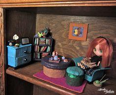 dollhouse for petite blythe - living room :)