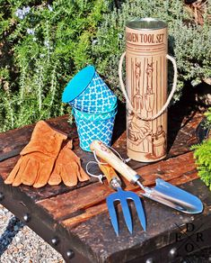 "Gartenwerkzeug Set ""Garden Tools"" Gabel, Tool Set, Garden Tools, Shovel, Leather Gloves, Tools, Card Stock, Stainless Steel, People"