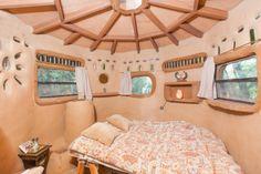 A Grass-Roofed Earthen Hobbit Hut. Geyserville, CA, United States