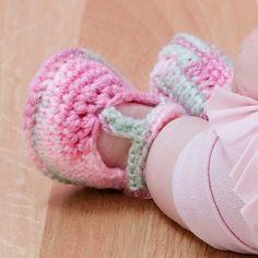 Free pattern  Ravelry: Baby T-Strap Booties pattern by Nazanin S. Fard