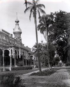 Walker Evans - Tampa University (1941)