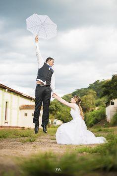 Segura firme senão ele voa! :D  Vem ver que divertido ficaram as fotos externas da Polyana e do Marcos!  http://www.valwander.com/blog/poliane-marcus-pos-wedding/  #valwander #noiva #fotografia #fotógrafos #fotografiasemocionantes #póswedding #casamento #weddingday #weddingideas #casamento #ideiasdecasamento #noivas #casamento #fotógrafosdecasamento #instawed