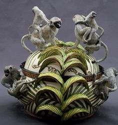 Ardmore African Ceramic Artists are rural potters at work in the Champagne Valley of KwaZulu Natal. Pottery Designs, Pottery Art, African Pottery, African Traditions, South African Artists, Ceramic Animals, African Animals, Ceramic Artists, Clay Art