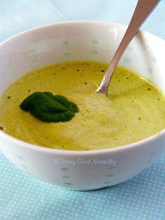 Crème de noix de cajou, basilic et citron (crue) #vegan - - 50 g de noix de cajou - 100 ml d'eau - 1 cuillère à café de graines de chia ou de lin - 2 à 3 cuillères à soupe de jus de citron (vous pouvez ajouter un peu de zeste (si le citron n'est pas traité) pour obtenir un goût un peu plus prononcé - 10 feuilles de basilic (ou plus si vous le souhaitez) - une pincée de sel - un peu de poivre