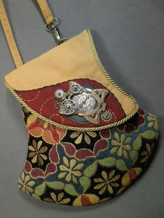 Something Else Studio has catered to the Renaissance Festival crowds for years. They have a large selection of great purses!  USA