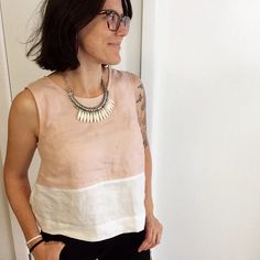 Sticky, steamy, humid day and fuzzy hair but I'm staying comfortable in my linen tank. This avocado dyed pink is so special, and now this… Sewing Clothes, Diy Clothes, Clothes For Women, Linen Blouse, Mode Style, Clothing Patterns, Blouse Designs, Tops, How To Wear