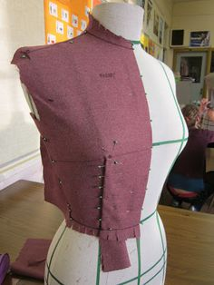 Resurrecting this blog from the grave…with draping! | Full-Time Vixen Sewing Blogs, Sewing Hacks, Sewing Tutorials, Duct Tape Dress, Draping Techniques, Couture Sewing Techniques, Fashion Jobs, Vetement Fashion, Pattern Drafting