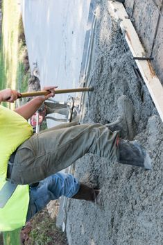 Calculate cubic yards of concrete or the pre-mixed bags needed for a slab, footing, or wall, or stairs project. Plus, get an estimated cost of concrete. Diy Concrete Slab, Concrete Bags, Concrete Table, Concrete Projects, Concrete Calculator, Mason Work, Building A Cabin, Carport Garage, Shower Installation