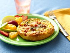 Italian seasoned Ham & Eggs Frittatas, with cheese, roasted peppers and tomatoes. Breakfast Time, Breakfast Recipes, Breakfast Frittata, Ham And Eggs, Tasty, Yummy Food, Roasted Peppers, Kid Friendly Meals, Food For Thought