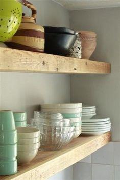 Keuken - Planken I. My Kitchen Rules, New Kitchen, Kitchen Dining, Rustic Kitchen, Kitchen Desk Areas, Kitchen Shelves, Cocinas Kitchen, Reclaimed Wood Floating Shelves, Wooden Shelves