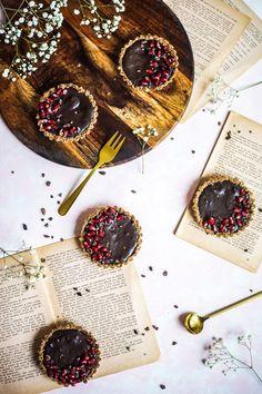 S vášní pro jídlo: Ovesné tartaletky s čokoládou a višňovou marmeládou Baking, Food, Bakken, Essen, Meals, Backen, Yemek, Sweets, Eten