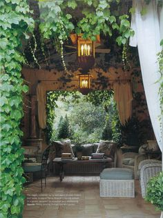 Perfect patio.  The ivy adds the perfect touch!