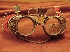 Grymm Productions The Whole 9 Yards Goggles - as a textile artist I LOVE this! Steampunk Halloween, Steampunk Costume, Steampunk Diy, Steampunk Clothing, Steampunk Fashion, Steampunk Necklace, Gothic Corset, Victorian Gothic, Gothic Lolita