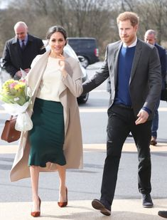 Meghan Markle and Prince Harry make a Surprise Visit to Belfast Victoria  Beckham 77462582a9c