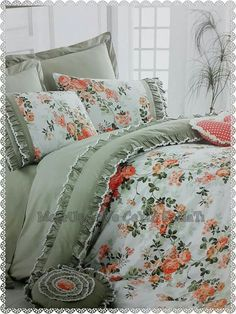 This Pin was discovered by Bel Interior Design Living Room, Living Room Decor, Bedroom Decor, Cottage Cushions, Bedclothes, Shabby Chic Bedrooms, Quilt Cover Sets, Diy Pillows, Bedroom Colors