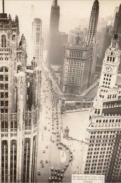 1930s looking south on Michigan Avenue, Tribune Building left and Wrigley Building right