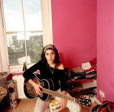 Amy Winehouse, 2004.