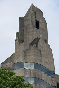 Bergisch Gladbach-Bensberg: Rathaus (Gottfried Böhm, actually looks so contemporary Concrete Architecture, Space Architecture, Gothic Architecture, Futuristic Architecture, Amazing Architecture, Contemporary Architecture, Concrete Building, Photo D'architecture, Amazing Buildings