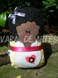 Maria Flor  www.facebook.com/lojavaraldeartes Toy Art, Burlap, Reusable Tote Bags, Facebook, Toys, Design, Flowers, Art, Activity Toys