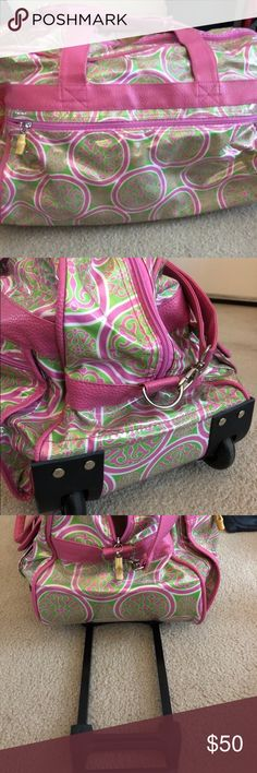 Toss Roller weekender travel bag One of Oprah's favorite things. This is a super cute pretty bag that is super functional with its wheels and pull handle. Very Lily Pulitzer looking in pink and green  Excellent condition, no marks or stains. Non-smoking, no pet household. Toss Bags Travel Bags