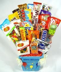 How to make a candy bouquet. I'd do this and give it away.