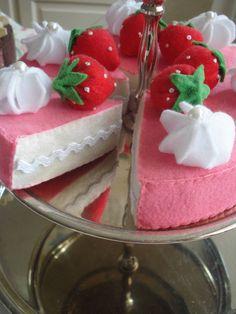 Ik heb inmiddels vele taarten gemaakt, en als je deze tafel vol ziet staan lijkt het wel of ik een feestje houd... Daarom is het tijd gekome...