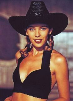 Kylie Minogue, the Australian pop princess herself, has enjoyed is recognised as the highest-selling female Australian artist of all time. Kylie Minogue Slow, Kylie Minogue Hair, Kylie Minogue Albums, Jamie Cullum, Cowgirl Photo, Bubblegum Pop, Female Singers, Beautiful Outfits, Celebs