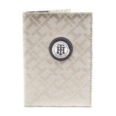 Reis med stil med dette pass-etuiet fra Tommy Hilfiger.