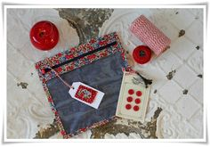 USA1 Couture, Sewing, Fabric, Diy, Scrappy Quilts, Travel, Clutch Bag, Clutch Bags, Adventure