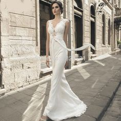 2017 vestido de noiva Wedding Dresses 2017 Appliques Ribbons Wedding Gowns V-neck Court Train Lace Sleeveless A-Line
