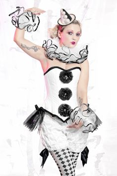 Pierrot Bloomers harlequin clown costume from LaPetiteMenagerie on Etsy. Saved to Costumes. Halloween Clown, Halloween Karneval, Halloween Party, Halloween Costumes, Clown Costumes, Clown Cirque, Circus Clown, Circus Theme, Pierrot Costume