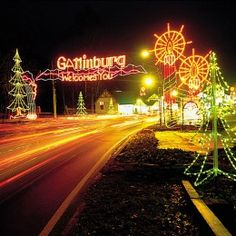 Smoky Mountain Christmas at Dollywood and Pigeon Forge Gatlinburg