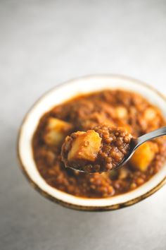 This fat free Spanish lentil stew is healthy comfort food! It's a super satiating dish, perfect for cold days.