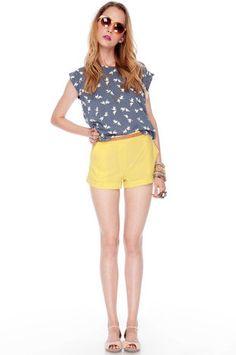 ...almost awkward GREY shirt...and then those YELLOW shorts. yuup