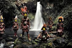 Huli, Indonesia and Papua New Guinea - Portraits Of The World's Remotest Tribes Before They Pass Away by Jimmy Nelson Tribes Of The World, We Are The World, People Around The World, Around The Worlds, North Sentinel Island, Papua Nova Guiné, Jimmy Nelson, Tribal Group, Indigenous Tribes