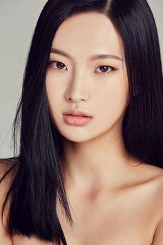 girl, asian i kim myung jin grafika w We Heart It Asian Makeup Monolid, Monolid Eyes, Asian Woman, Asian Girl, Asian Eyes, Asian Eyebrows, Asian Models Female, Female Eyes, Model Face