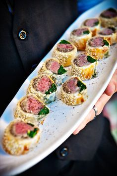 Butler passed Mini Beef Wellington hors d'oeuvres. Butler passed Mini Beef Wellington hors d'oeuvres. Mini Beef Wellington, Beef Wellington Recipe, Wellington Food, Aperitivos Finger Food, Fingers Food, Food Network Recipes, Cooking Recipes, Cooking Tips, Wedding Appetizers