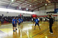 Στον τελικό Λυκείων αγοριών της Δ.Δ.Ε. Δυτ. Θεσ/νίκης, που διεξήχθη στο κατάμεστο ΔΑΚ Πολίχνης, το 2ο ΓΕΛ Σταυρούπολης κέρδισε το ΓΕΛ Ρεντίνας με 2-0 και αναδείχθηκε πρωταθλήτρια ομάδα για την σχολική περίοδο 2013-14. Thessaloniki, Sports News, Basketball Court