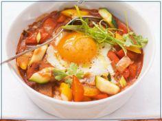 Ostern: Schuhbecks Geschmortes Ei auf orientalischem Gemüse