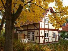 Ferienwohnung für 4 Personen (60 m²) in Untergöhren Style At Home, Cabin, House Styles, Home Decor, Double Bedroom, Open Plan Kitchen, Ground Floor, Cottage House, Decoration Home