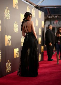 It Takes a Village... to Lace Up Kendall Jenner's Boots for the MTV Movie Awards