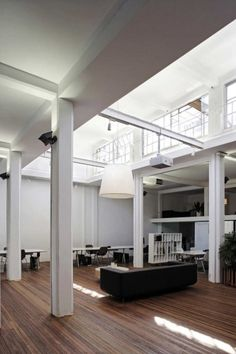 -use of outdour light source  - function of areas defined by furniture n placement    XL+ Office Space / Great City & Architecture