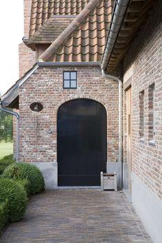 Brick entrance home exterior Exterior Design, Interior And Exterior, Stone Exterior, Houses Architecture, Belgian Style, Outside Living, Outdoor Living, Mansions Homes, Brickwork