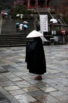 Beautiful, inspirational and creative images from Piccsy. Thousands of Piccs from all our streams, for you to browse, enjoy and share with a friend. Japanese Monk, Buddhist Philosophy, Buddhist Monk, Japanese Aesthetic, Nihon, Japanese Culture, Japan Travel, Photos, Mahayana Buddhism