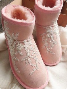 pink boots decorated with lace Girly Girl, Pink Girl, Baskets, Rose Pale, Winter Fashion Boots, Pink Boots, Winter Wonder, Pink Outfits, Pink Fashion