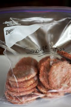 - Recipe is easy, delicious and will make for a nice protein filled breakfast!Make ahead homemade frozen sausage patties!- Recipe is easy, delicious and will make for a nice protein filled breakfast! Freezer Cooking, Freezer Meals, Cooking Recipes, Frugal Recipes, Crockpot Meals, Breakfast Desayunos, Breakfast Recipes, Frozen Breakfast, Sausages