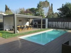 Zona Piscina: Balcones y terrazas de estilo translation missing: es.balcones-y-terrazas. Swimming Pool Photos, Small Swimming Pools, Small Backyard Pools, Outdoor Pool, Patio Images, Patio Pictures, Swimming Pool Decorations, Parrilla Exterior, Home Yoga Room