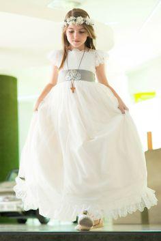 LA COMUNIÓN DE ÁNGELA First Communion Dresses, First Holy Communion, Prom Party Dresses, Wedding Dresses, Wedding Bridesmaids, Flower Girl Dresses, Madrid, Sewing, Fashion