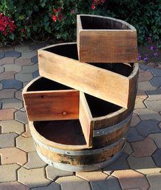 18 idei de a transforma butoaiele din lemn in decoratiuni rustice pentru gradina Daca vrei sa dai un aer rustic gradinii tale, iata cum poti transforma butoaiele din lemn in obiecte decorative inedite - 18 idei in acest articol http://ideipentrucasa.ro/18-idei-de-transforma-butoaiele-din-lemn-decoratiuni-rustice-pentru-gradina/ Check more at http://ideipentrucasa.ro/18-idei-de-transforma-butoaiele-din-lemn-decoratiuni-rustice-pentru-gradina/